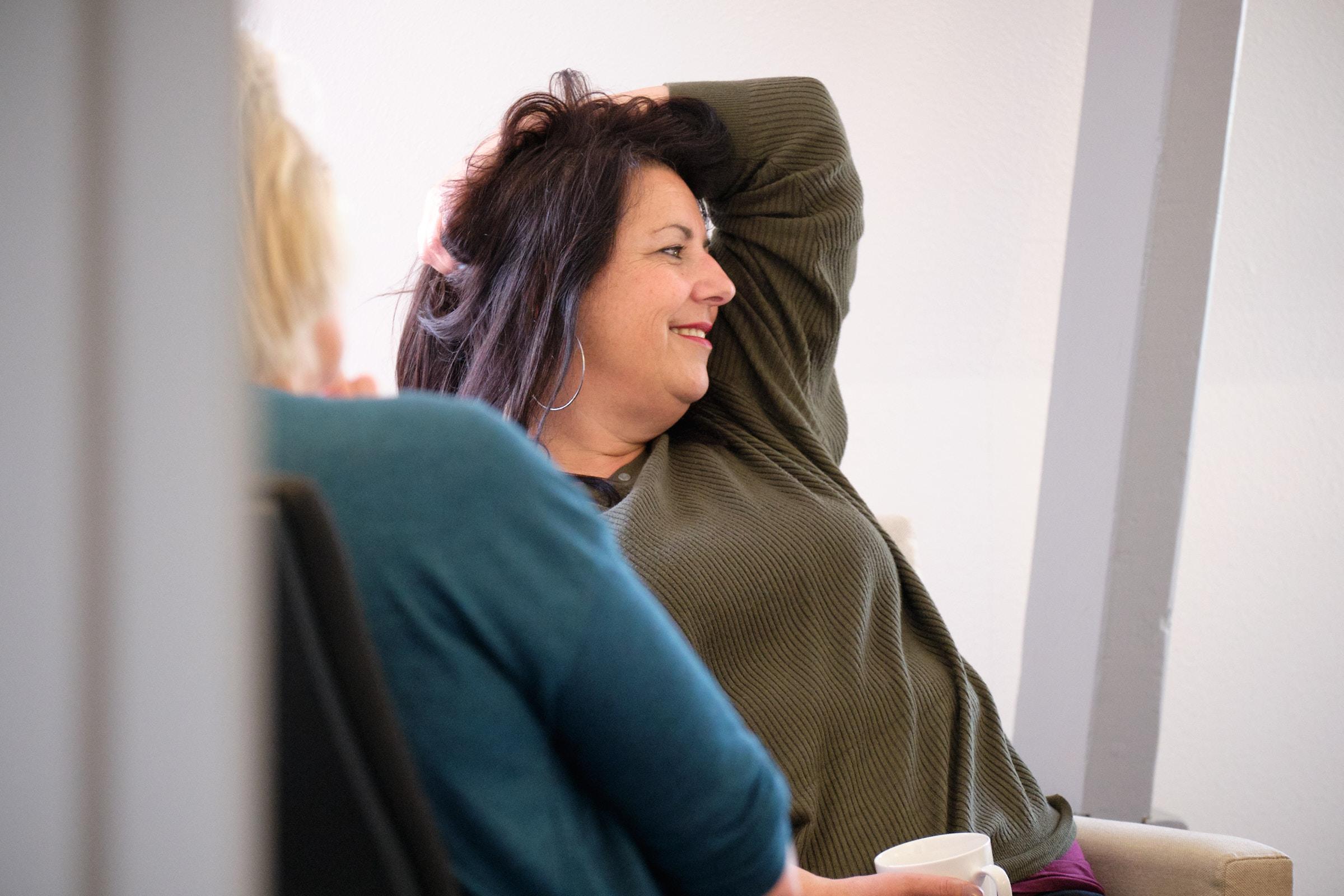 Cartografisch consulent Maartje lacht tijdens studiedag
